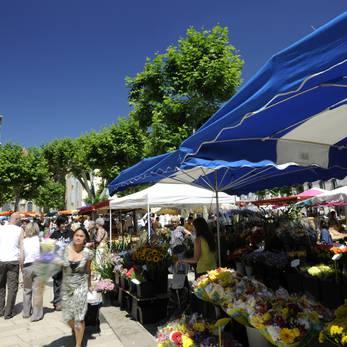 Marché Place des Clercs ©Ville de Valence Eric CAILLET.JPG